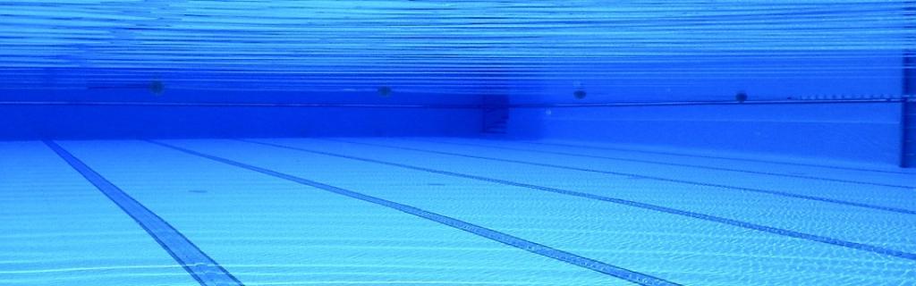 Piscina comunitaria c mo prepararla para el invierno for Mantenimiento piscina invierno